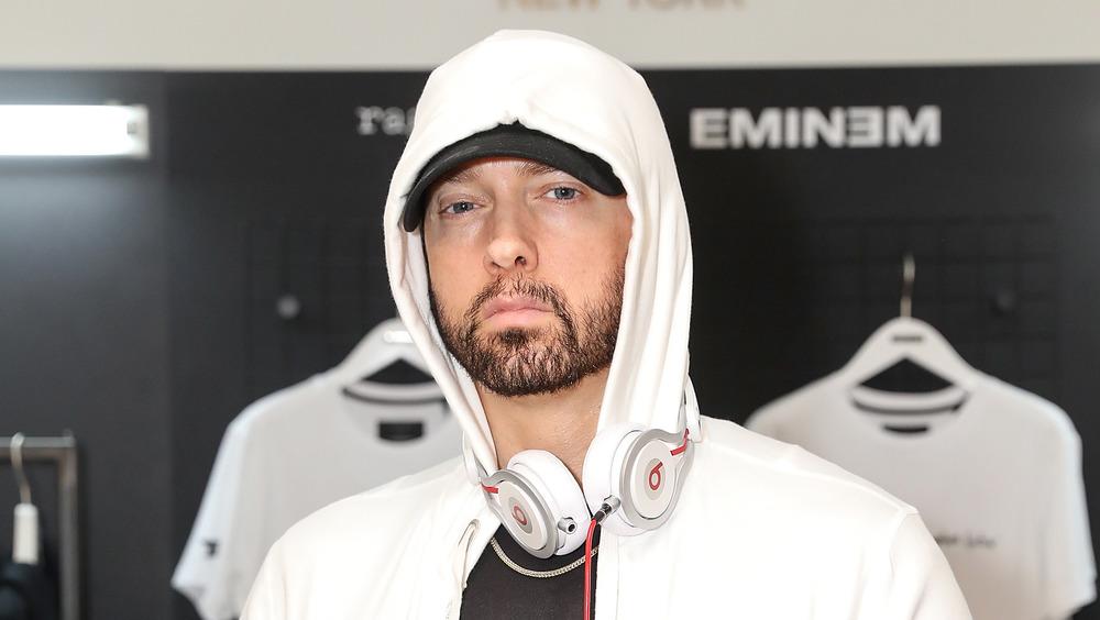 Eminem posando