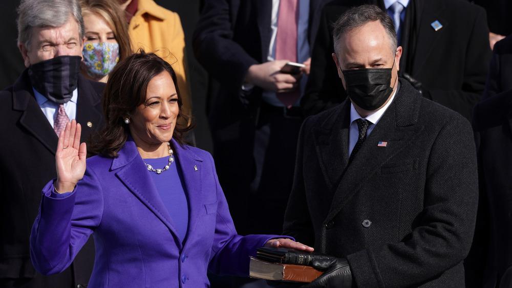 La vicepresidenta Kamala Harris y su esposo, Douglas Emhoff, en la inauguración