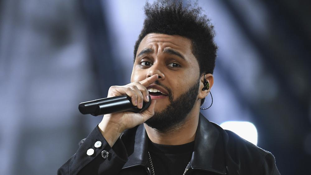 The Weeknd actuando en el escenario