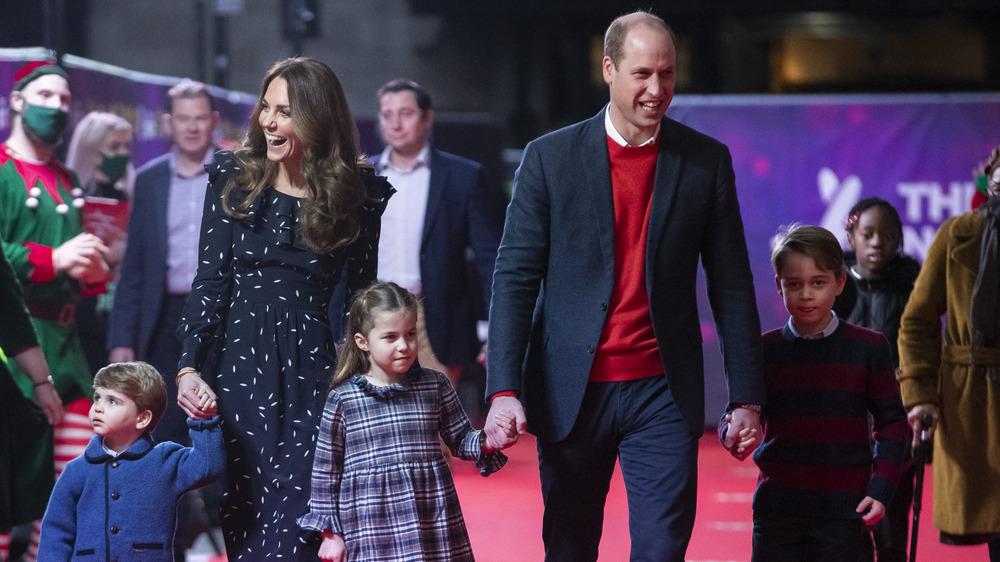 Kate Middleton y el príncipe William con sus hijos