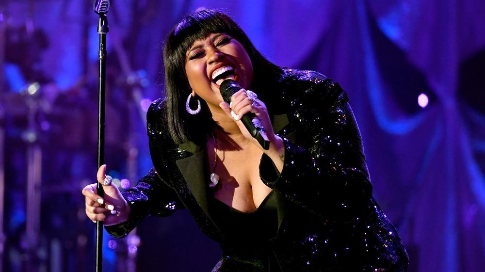 Jazmine Sullivan, cantando