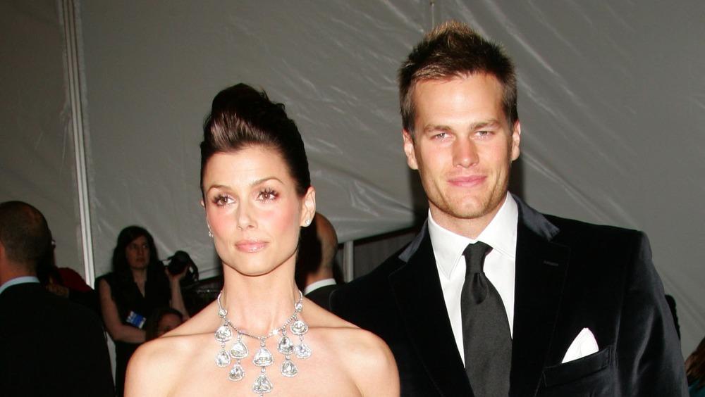 Bridget Moynahan y Tom Brady posando juntos en la alfombra roja
