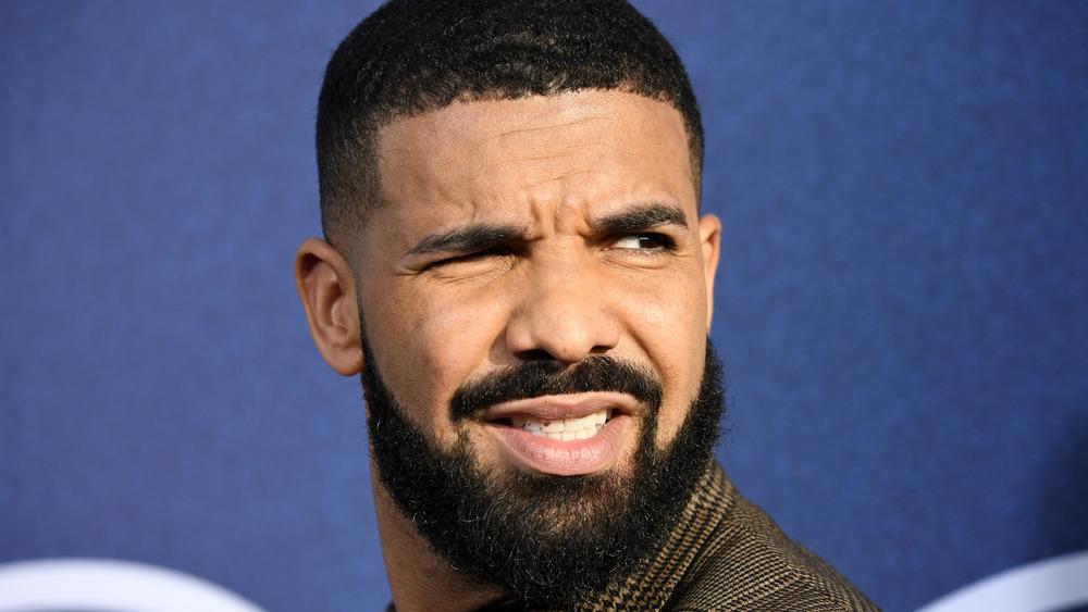 Drake haciendo muecas