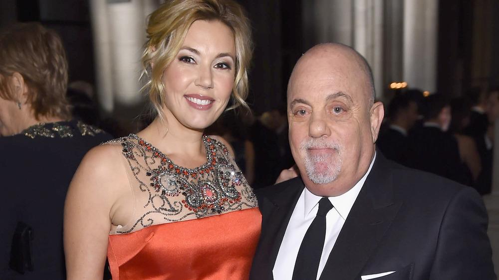 Alexis Roderick y Billy Joel sonriendo juntos