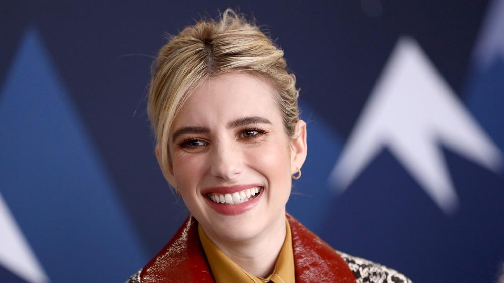 Emma Roberts sonriendo