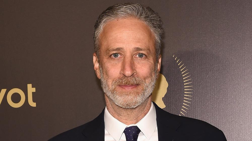 Jon Stewart posa