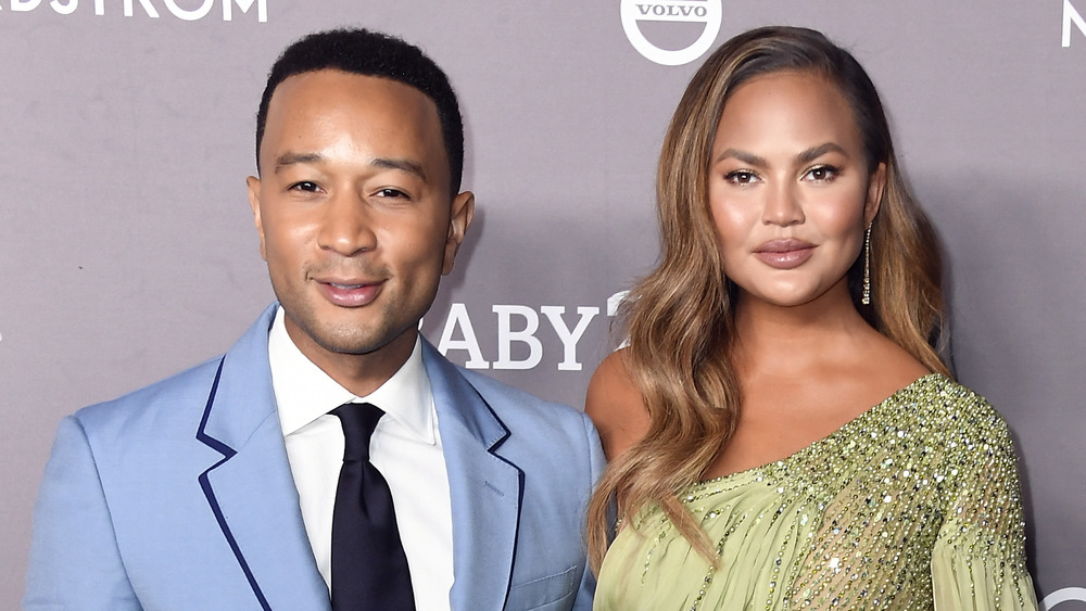 John Legend y Chrissy Teigen en un evento