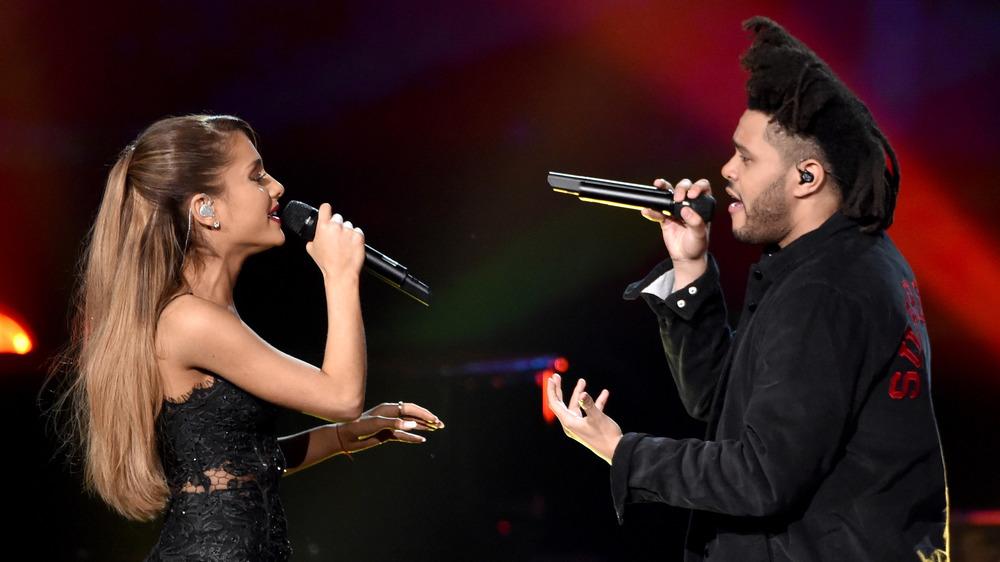 Ariana Grande y The Weeknd cantando