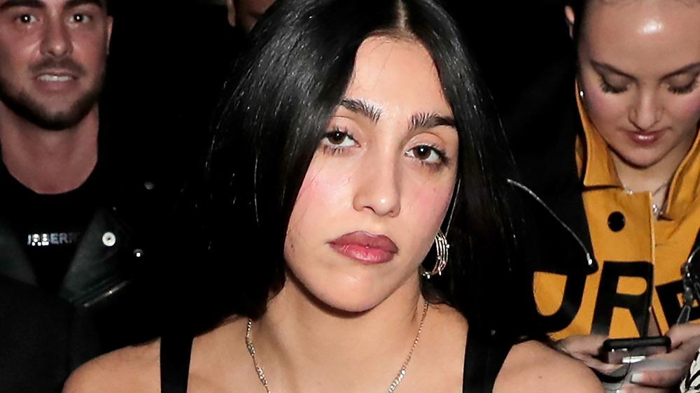 Lourdes Leon posa frente a la cámara durante la semana de la moda
