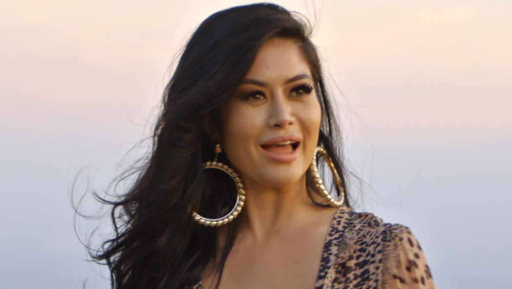 Kim Lee filmando un episodio de Bling Dynasty en Netflix