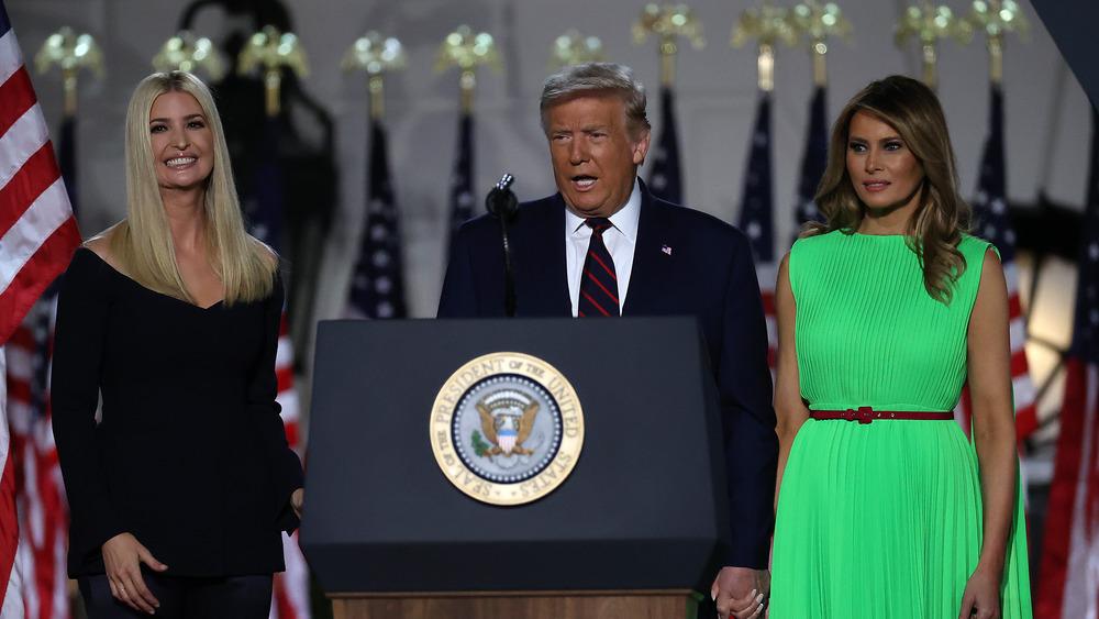 Melania e Ivanka Trump con el presidente Donald Trump