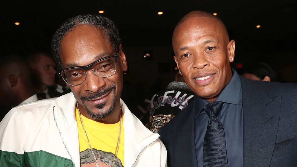 Snoop Dogg y Dr. Dre sonriendo juntos