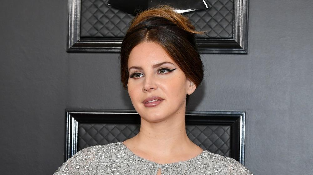 Lana Del Rey posando