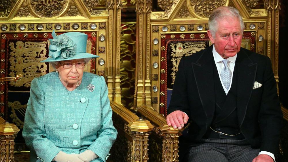 Tronos de la Reina Isabel y el Príncipe Carlos