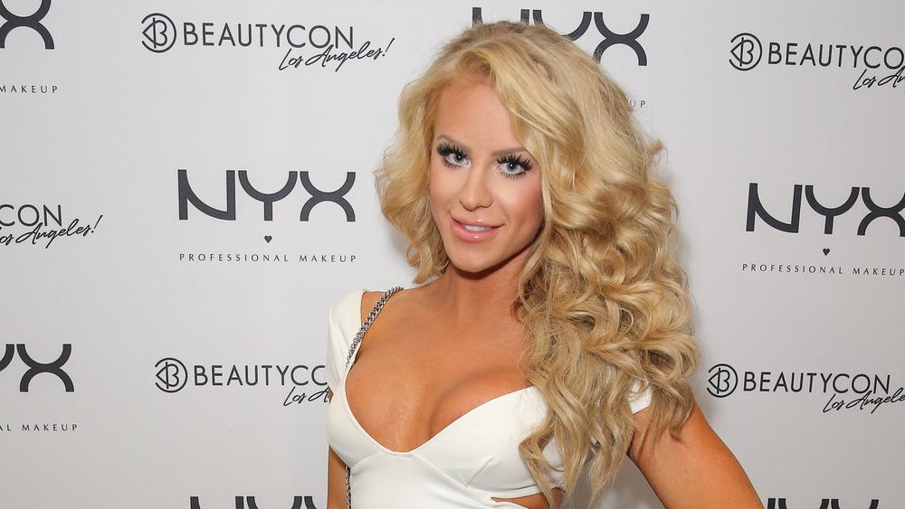 Gigi Gorgeous en BeautyCon