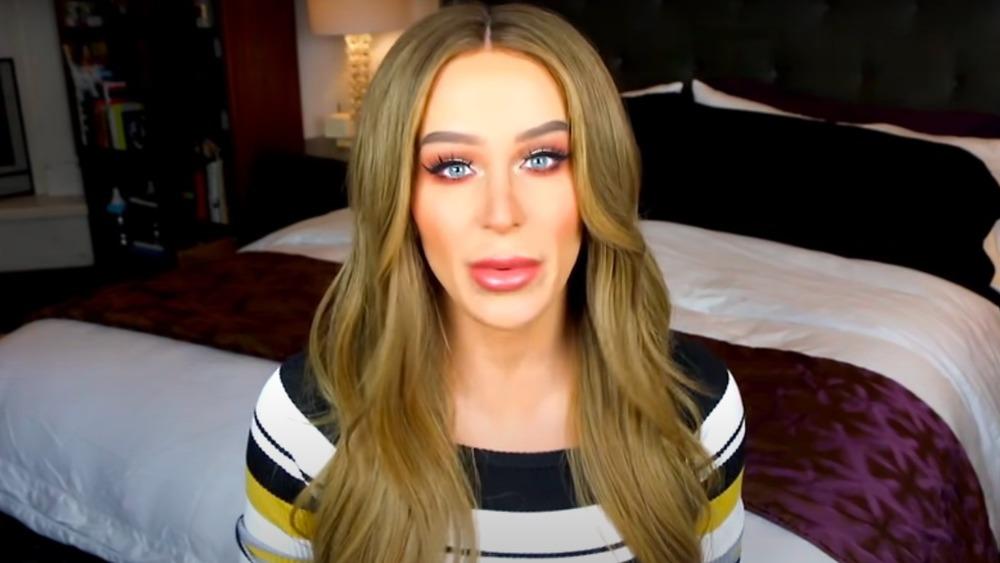 Gigi Gorgeous en el dormitorio