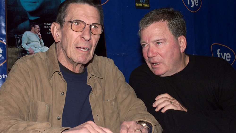 William Shatner y Leonard Nimoy en Los Ángeles firmando 2002