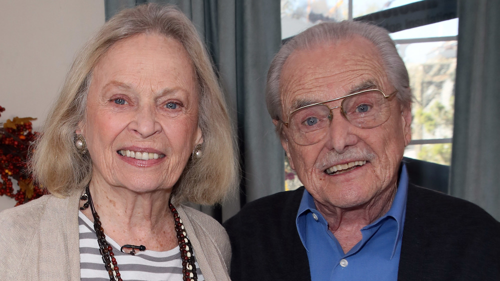 Bonnie Bartlett y William Daniels sonriendo