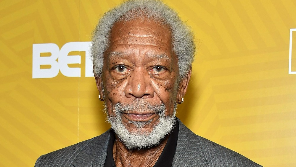 Morgan Freeman posando en la alfombra roja