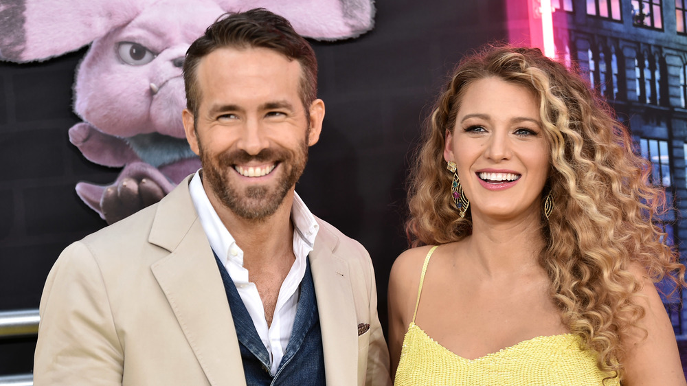Ryan Reynolds y Blake Lively sonriendo