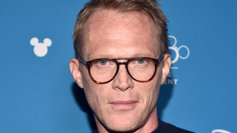 Paul Bettany con gafas