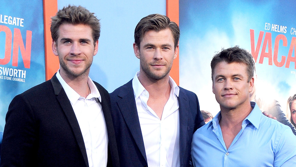 Liam Hemsworth, Chris Hemsworth y Luke Hemsworth posando