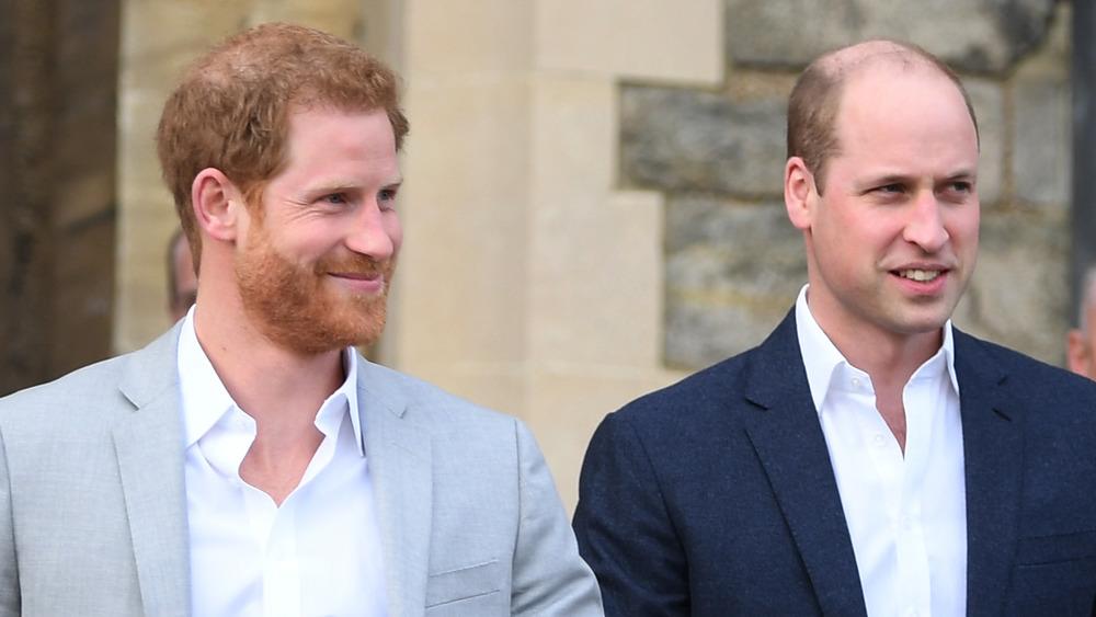 El príncipe Harry y el príncipe William sonriendo