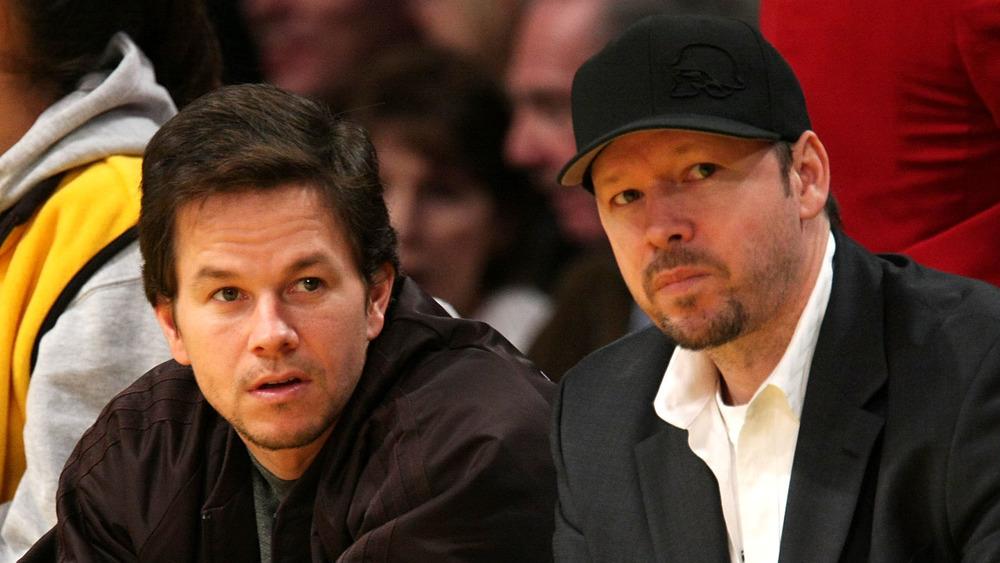 Mark Wahlberg y Donnie Wahlberg asistieron al juego de la NBA