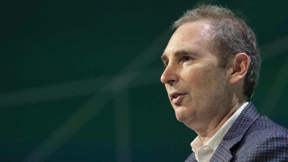 Andy Jassy hablando en una conferencia