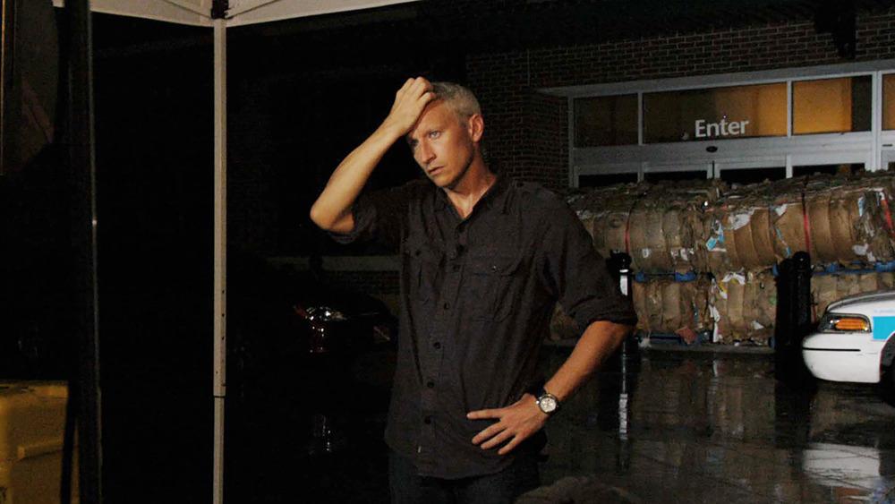 Anderson Cooper cubriendo el huracán Katrina