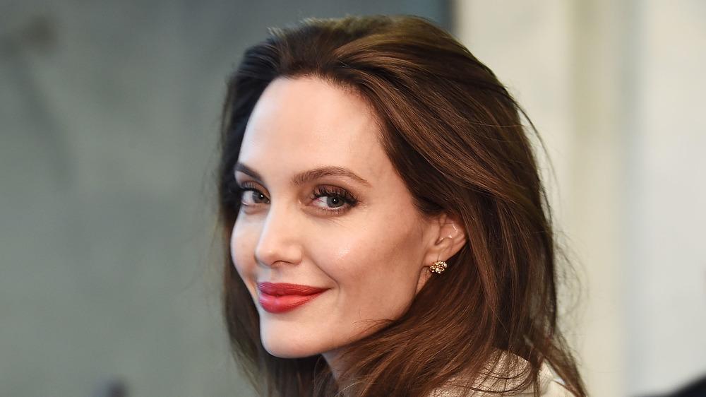 Angelina Jolie sonriendo