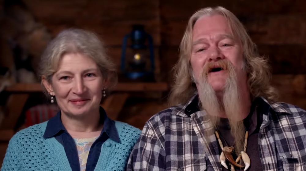 Billy y Ami Brown hablando durante una entrevista confesional