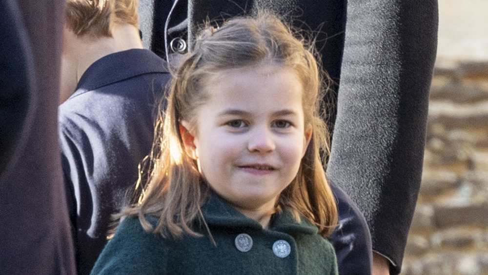 Princesa Charlotte con una sonrisa descarada
