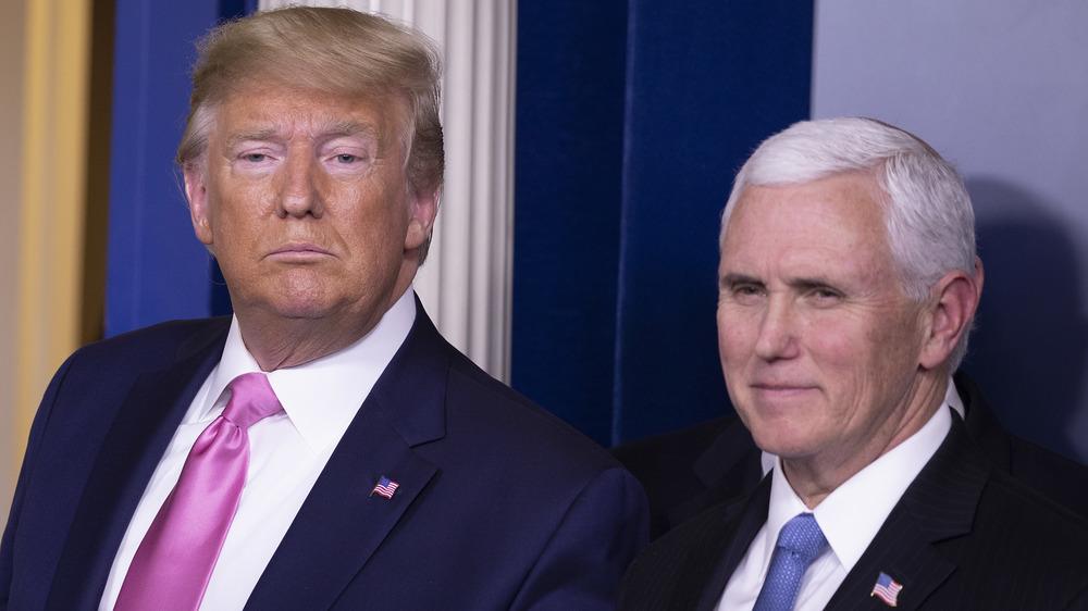 Donald Trump y Mike Pence en un estrado