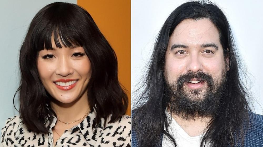 Constance Wu y su novio Ryan Kattner sonriendo