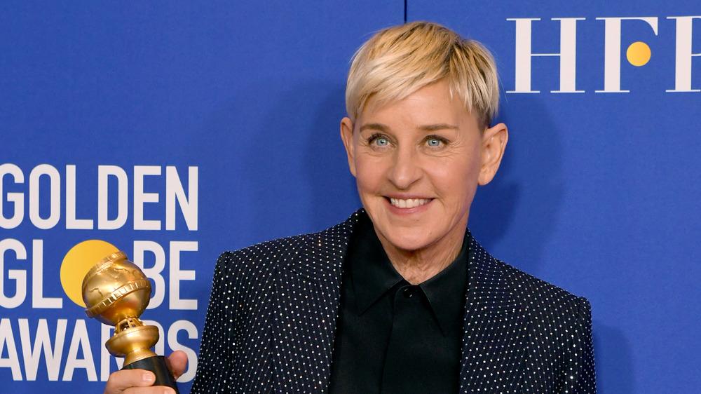 Ellen DeGeneres posa con Globo de Oro