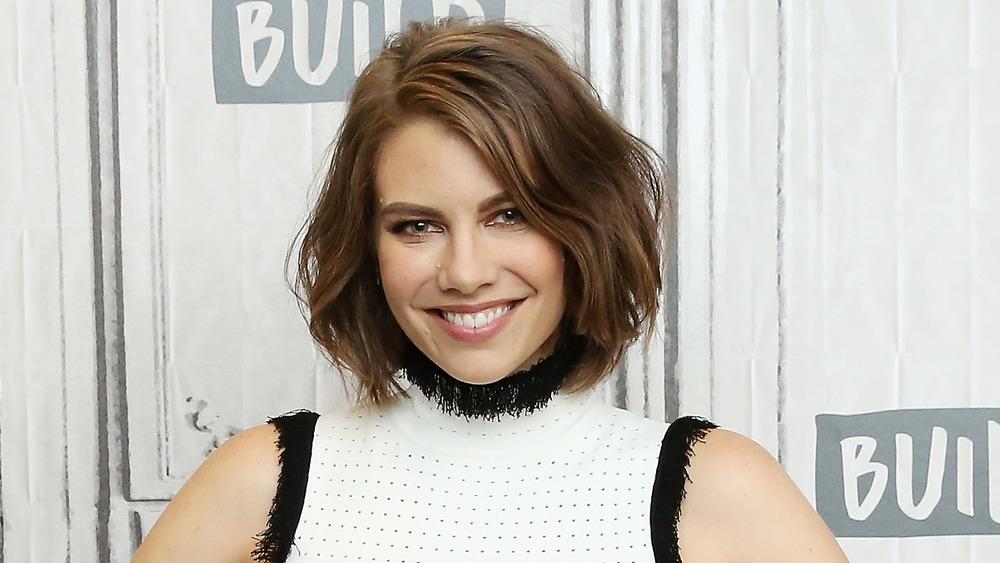 Lauren Cohan sonriendo
