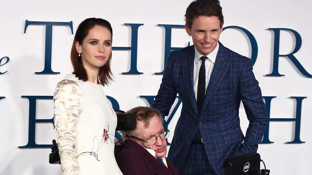 Stephen Hawking, Felicity Jones y Eddie Redmayne asisten al estreno británico de La teoría del todo