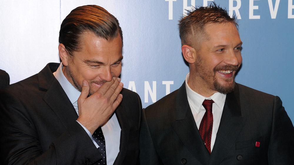 Tom Hardy y Leonardo DiCaprio riendo