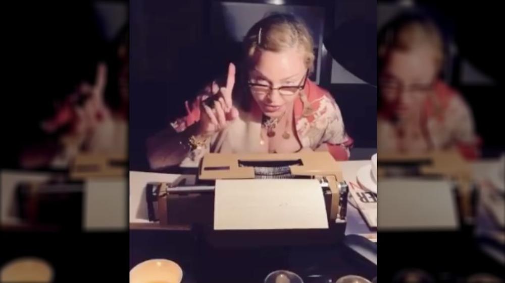 Madonna en una captura de pantalla de uno de sus videos de Quarantine Diaries