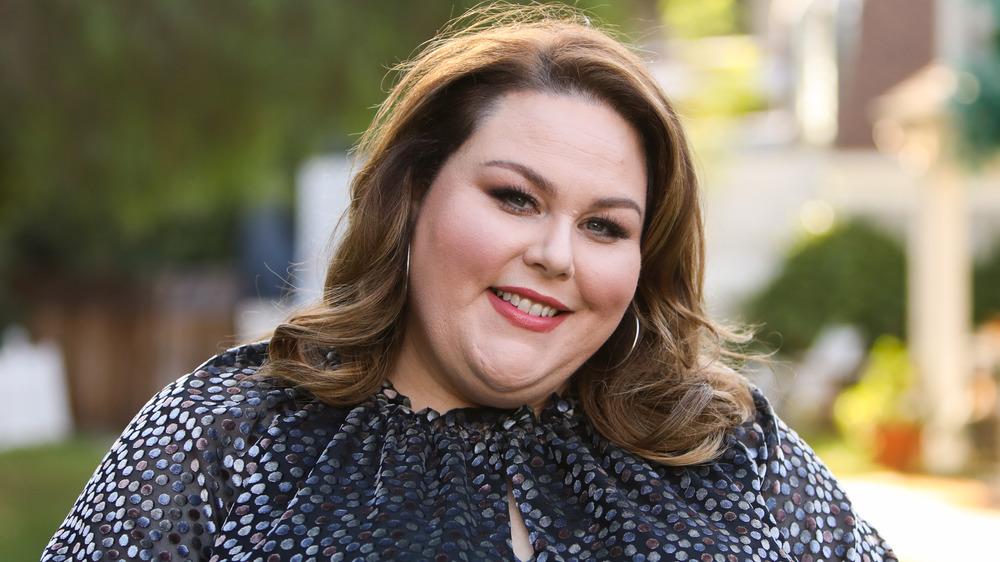 Chrissy Metz sonriendo