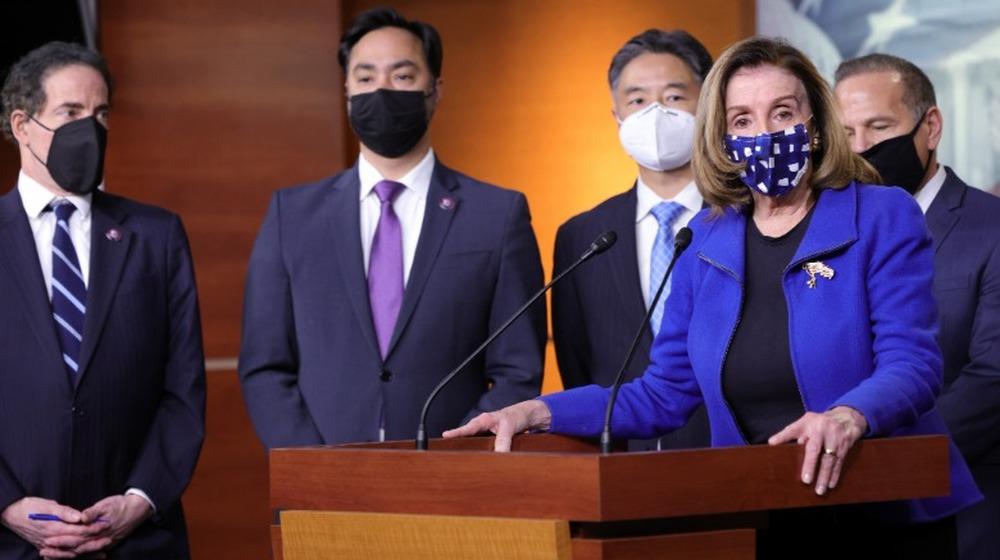 Nancy Pelosi en conferencia de prensa después de la conclusión del segundo juicio político del ex presidente Donald Trump el 13 de febrero de 2021