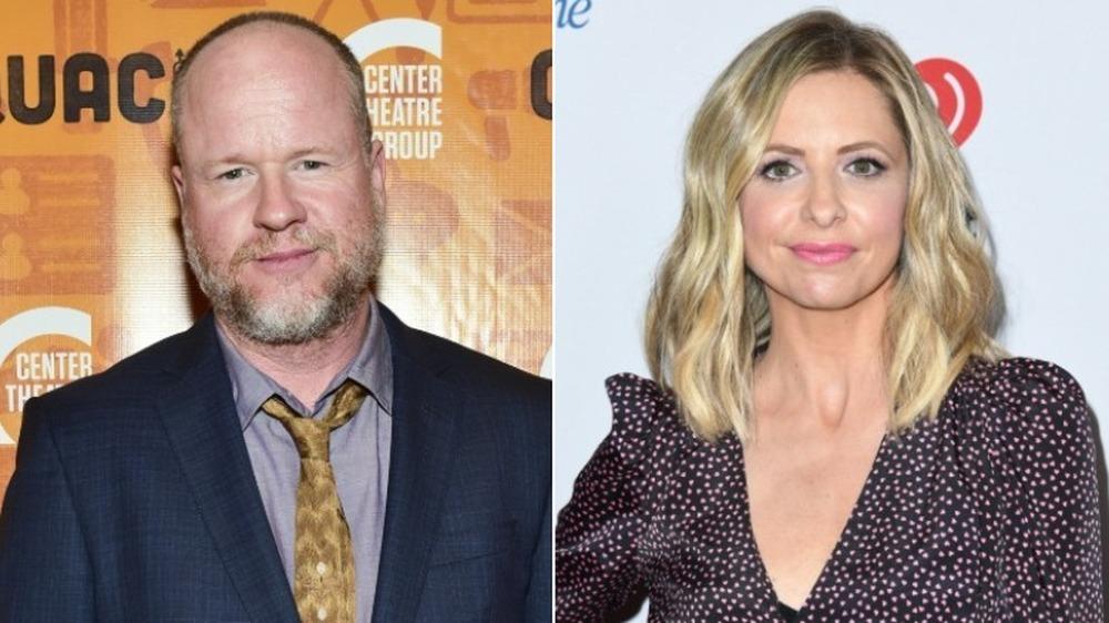 Joss Whedon y Sarah Michelle Gellar sonriendo