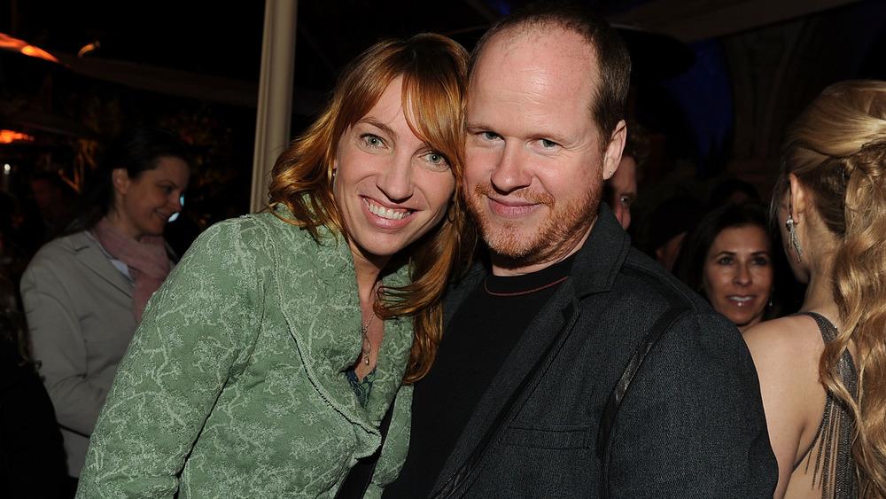 Kai Cole y Joss Whedon sonriendo