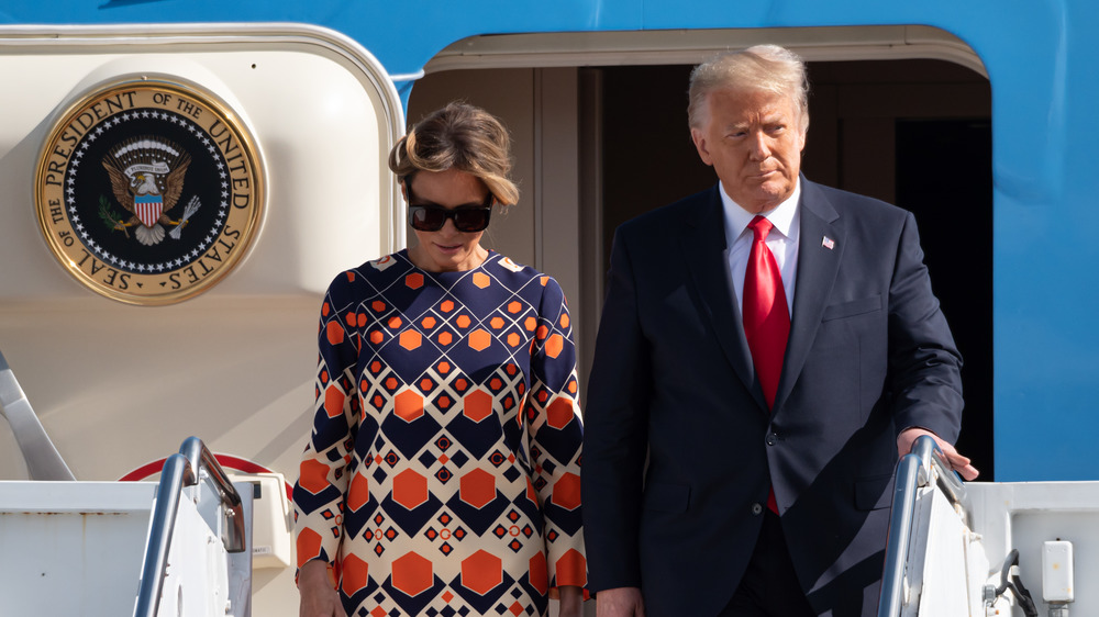 Melania y Donald Trump abandonan el Air Force One el día de la inauguración