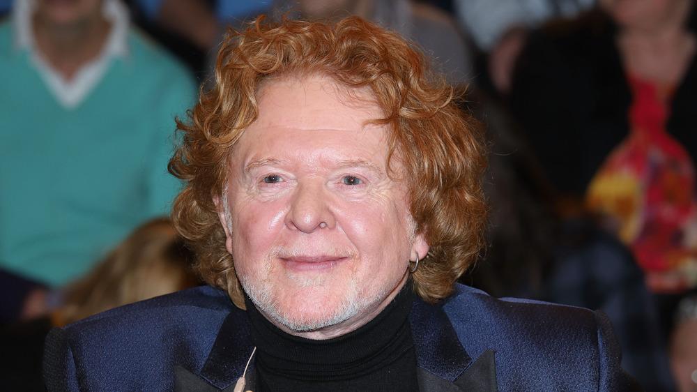 Mick Hucknall sonriendo
