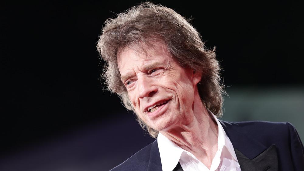 Mick Jagger luciendo satisfecho consigo mismo