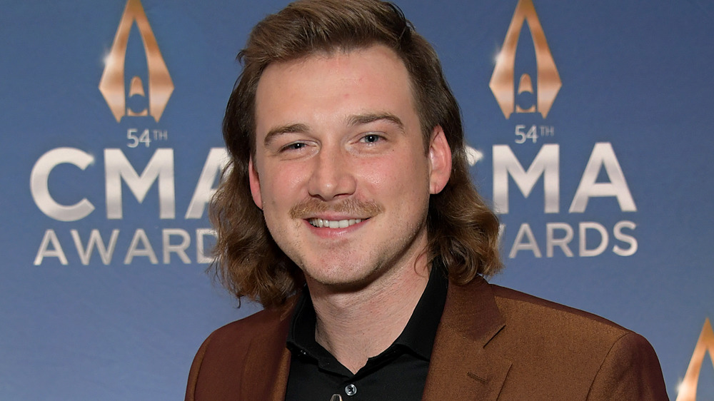 Morgan Wallen sonriendo