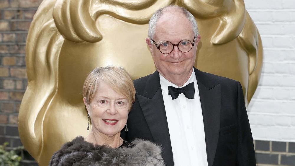 Anastasia Lewis y Jim Broadbent