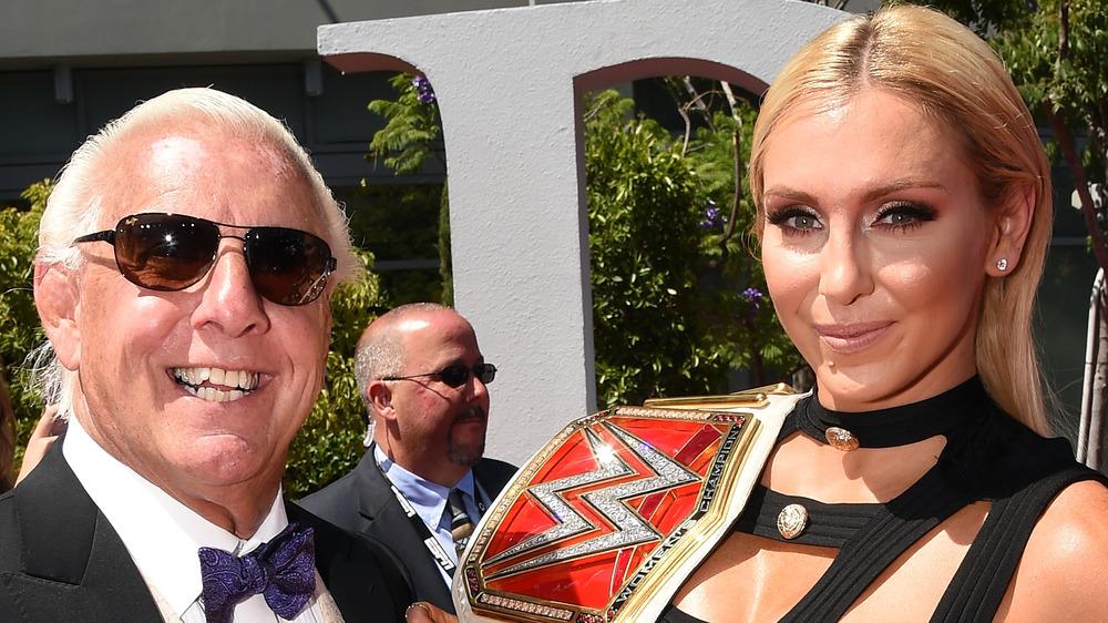 Ric Flair y Charlotte Flair asisten a un evento juntos